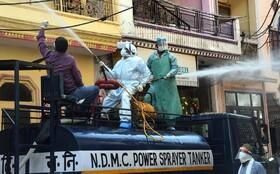 (تصاویر) مبارزه با کرونا با پاکسازی خیابانی در دهلی