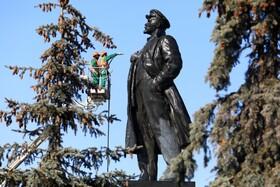 (تصاویر) پاکسازی مجسمه لنین در مسکو