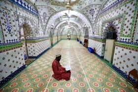 (تصاویر) نماز در مسجدی در داکای بنگلادش
