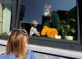 (تصاویر) دیدار مادر بزرگ نود و دو ساله ای با نوه اش در بروکسل بلژیک