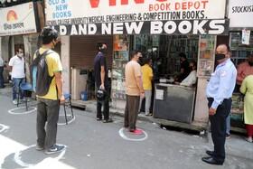 (تصاویر) صف خرید مقابل کتاب فروشی در جامو در کشمیرهند