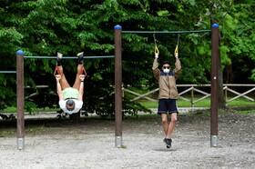 (تصاویر) آزاد شدن ورزش در بیرون از منزل در دوران قرنطینه در میلان ایتالیا