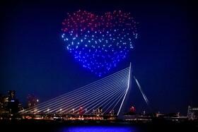 (تصاویر) برفراز آسمان روتردام هلند سیصد پهپاد شکلی مانند قلب ساختند برای آزادی و سلامتی در دوران کرونا