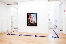 (تصاویر) نشانه گذاری در موزه ای در هلند برای رعایت فاصله فیزیکی