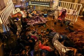 (تصاویر) مهاجران ونزوئیلایی در کلمبیا  در انتظار اتوبوس برای بازگشت به کاراکاس