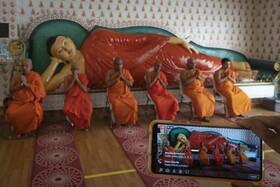 (تصاویر)نیایش آنلاین روحانیون بودایی در مالزی