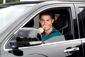 (تصاویر) کریستیانو رونالدو بازیکن پرتغالی تیم یوونتوس پس از تمرین با تیم محل باشگاه را ترک می کند