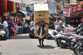 (تصاویر) بازگشایی مراکز تجاری و بازار ها در هند