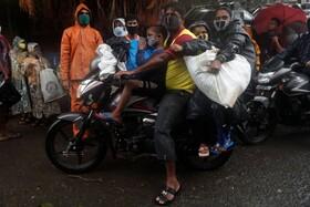 (تصاویر) خانواده ای در حال سفر در بمبئی هند