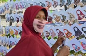 (تصاویر) دستفروشی ماسک در اندونزی