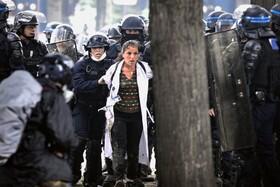 (تصاویر) تظاهرات کادر درمانی در فرانسه باری بهبود شرایط کار و حقوق