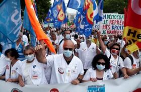 (تصاویر) تظاهرات کادر درمانی در فرانسه برای شرایط کاری بهتر