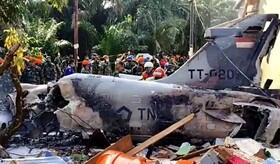 (تصاویر) سقوط یک هواپیمای نظامی در کامپار در اندونزی