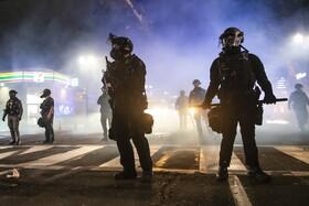 (تصاویر) پلیس ضد شورش در پرتلند آمریکا در مقابل تظاهرات ضد نژاد پرستی