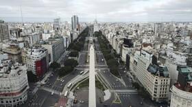 (تصاویر) خلوت شدن بولواری مهم در بوینس آیرس آرژانتین پس از برقراری مجدد قرنطینه در این کشور