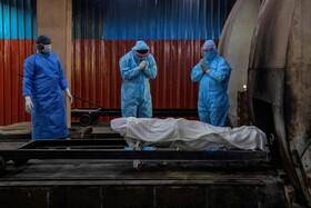(تصاویر) سوزاندن جسد بیمار کوید نوزده در دهلی در هند