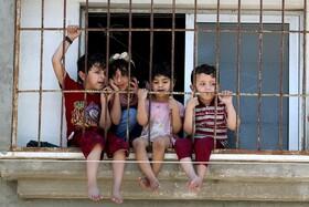 (تصاویر) کودکان فلسطینی در غزه به تظاهرات علیه رژیم اشغالگر می نگرند