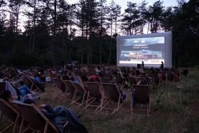 (تصاویر) نمایش فیلم در فضای باز در فرانسه