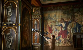 (تصاویر)پاکسازی قصربلسوور برای بازگشایی پس از اعمال قرنطینه