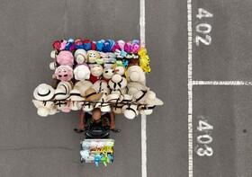 (تصاویر)دست فروشی که در تایپه تایوان کلاه می فروشد