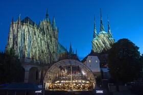 (تصاویر)تمرین یک گروه موسیقی در آلمان برای اجرای برنامه در فضای باز