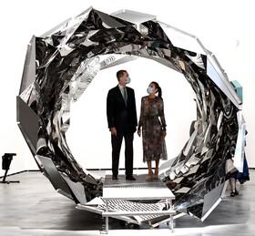 (تصاویر) پادشاه و ملکه اسپانیا در حال بازدید از نمایشگاهی هنری در بیلبائو