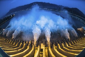 (تصاویر) رهاسازی آب از سدی در هوبی در چین به دلیل شدت بارندگی