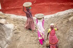 (تصاویر) زنان کارگر در حال کار در داکا مرکز بنگلادش