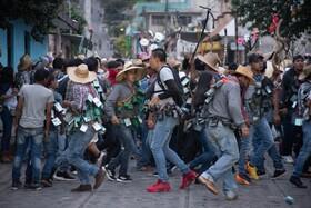 (تصاویر) ساکنان وراکروز مکزیک در مراسم شب زلگوله در خیابان ها گرد آمده اند