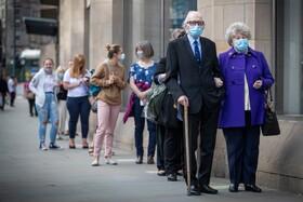 (تصاویر) صف خرید مردم در انگلیس