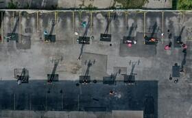 (تصاویر) باشگاهی در فضای باز در آمریکا کارش را ادامه میدهد