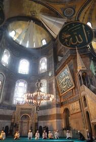 (تصاویر)نمایی از مراسم نماز در مسجد ایاسوفیه در استانبول ترکیه