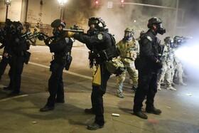 پلیس فدرال آمریکا در تلاش برای کنترل تظاهرات در پرتلند