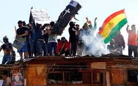 تظاهرات در زندان سن سباستین در بولیوی برای امکانات بهداشتی پس از مرگ دو زندانی در اثر ابتلا به بیماری کرونا