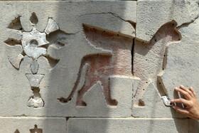 کار مرمت در قلعه آیانیس انجام شده است که دیوارهای آن در حین کارهای خاکبرداری کشف شده است. آثاری از ساختمان که یکی از باشکوه ترین سازه های پادشاهی اورارتو ، به مدت 31 سال در حال انجام است