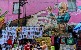 نقاشی دیواری در مکزیک و دستفروشی در کنار خیابان در دوران کرونا