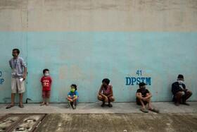 صف انجام آزمایش کرونا در فلیپین