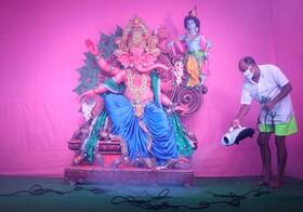 ضد عفونی کردن معبدی در کلکته هند