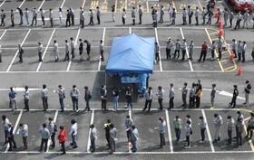 آزمایش کرونای کارکنان صنایع سنگین هیوندایی در کره جنوبی