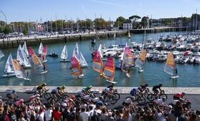 صحنه ای از مسابقه دوچرخه سواری دور فرانسه